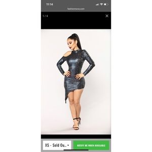 ✨NWT BEAUTIFULLY UNBALANCED DRESS - NAVY✨